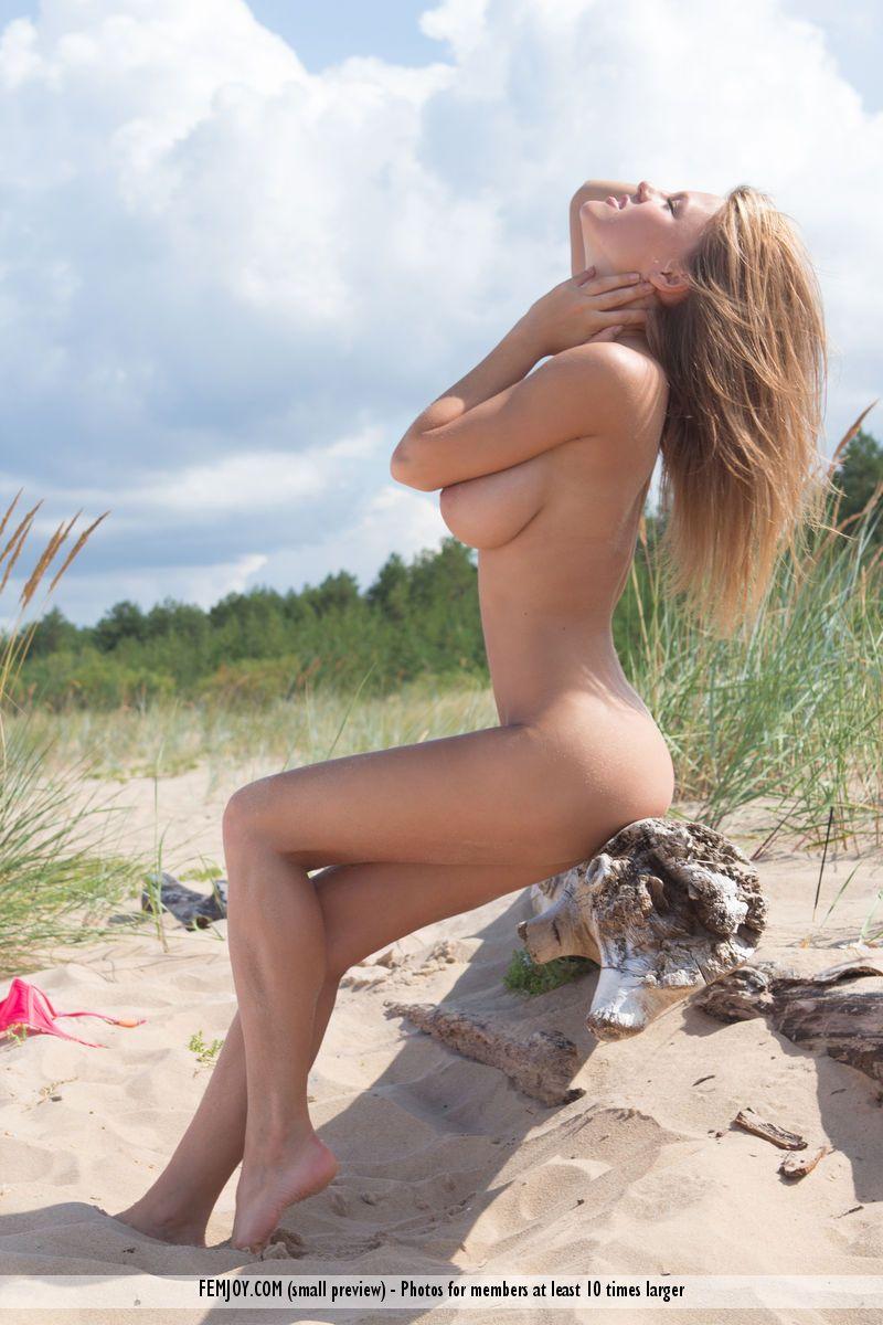 loira sexy com peitoes lindos posando para fotos de nudez 10 - Loira sexy com peitões lindos posando para fotos de nudez