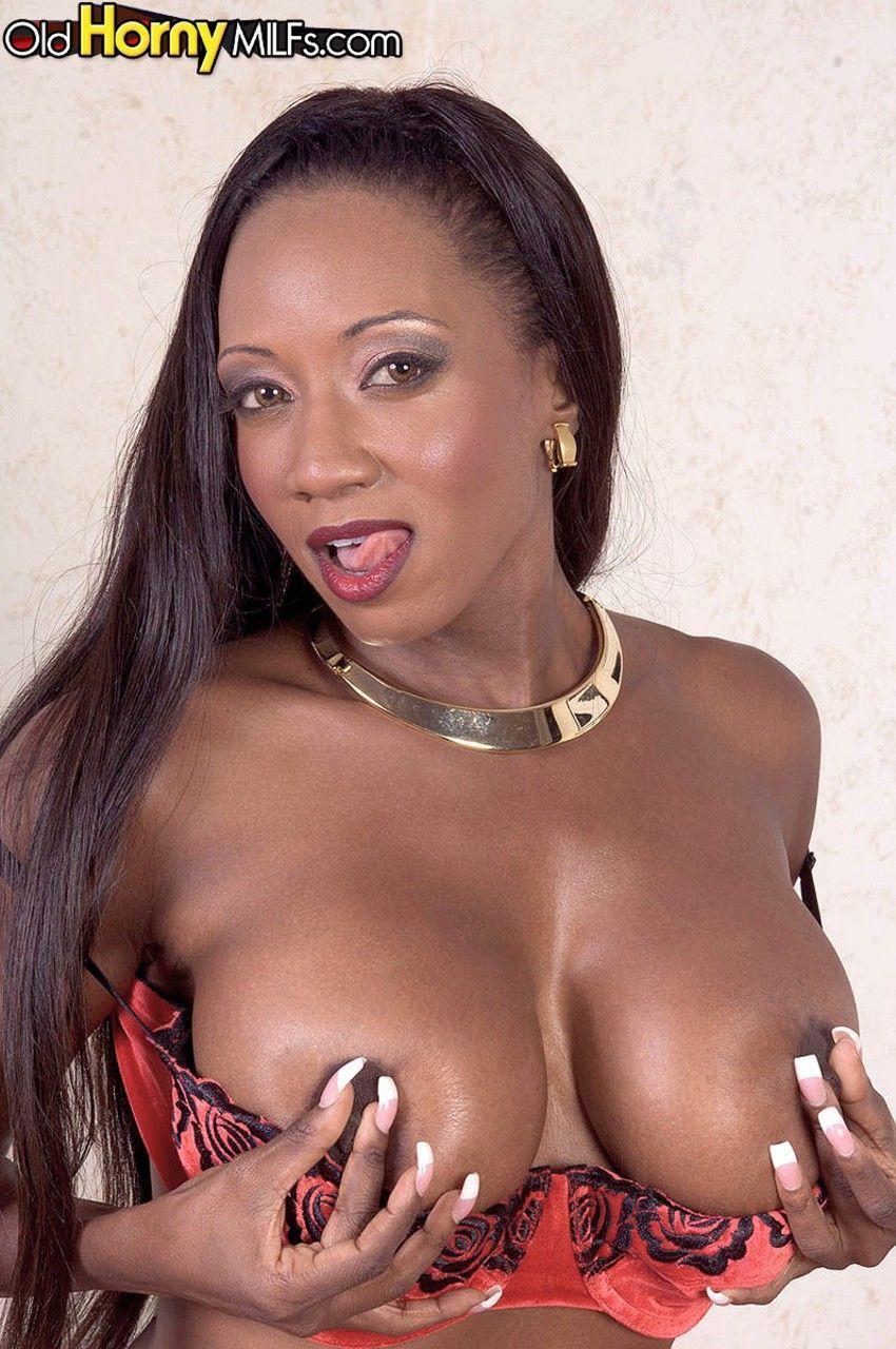 fotos de negra nua peituda se masturbando toda arreganhada 7 - Fotos de negra nua peituda se masturbando toda arreganhada
