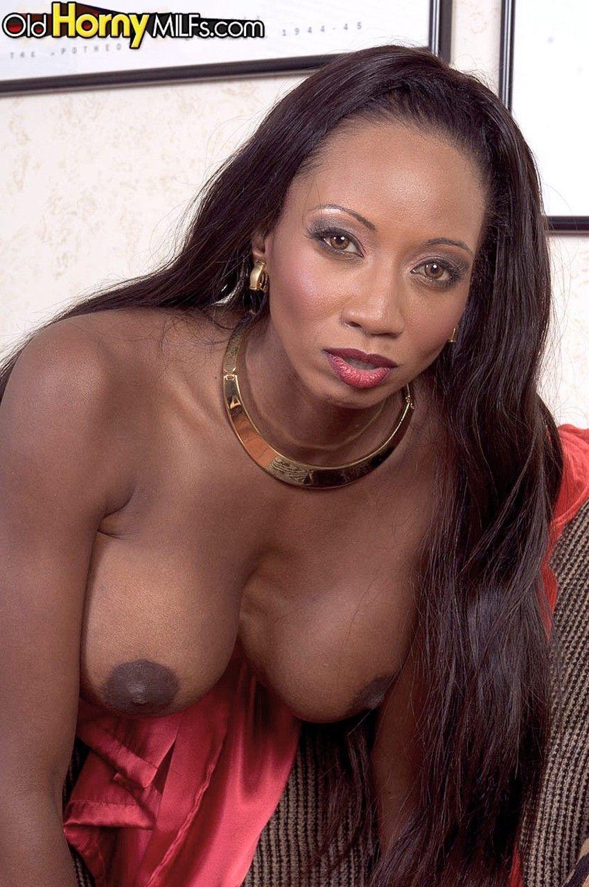 fotos de negra nua peituda se masturbando toda arreganhada 9 - Fotos de negra nua peituda se masturbando toda arreganhada