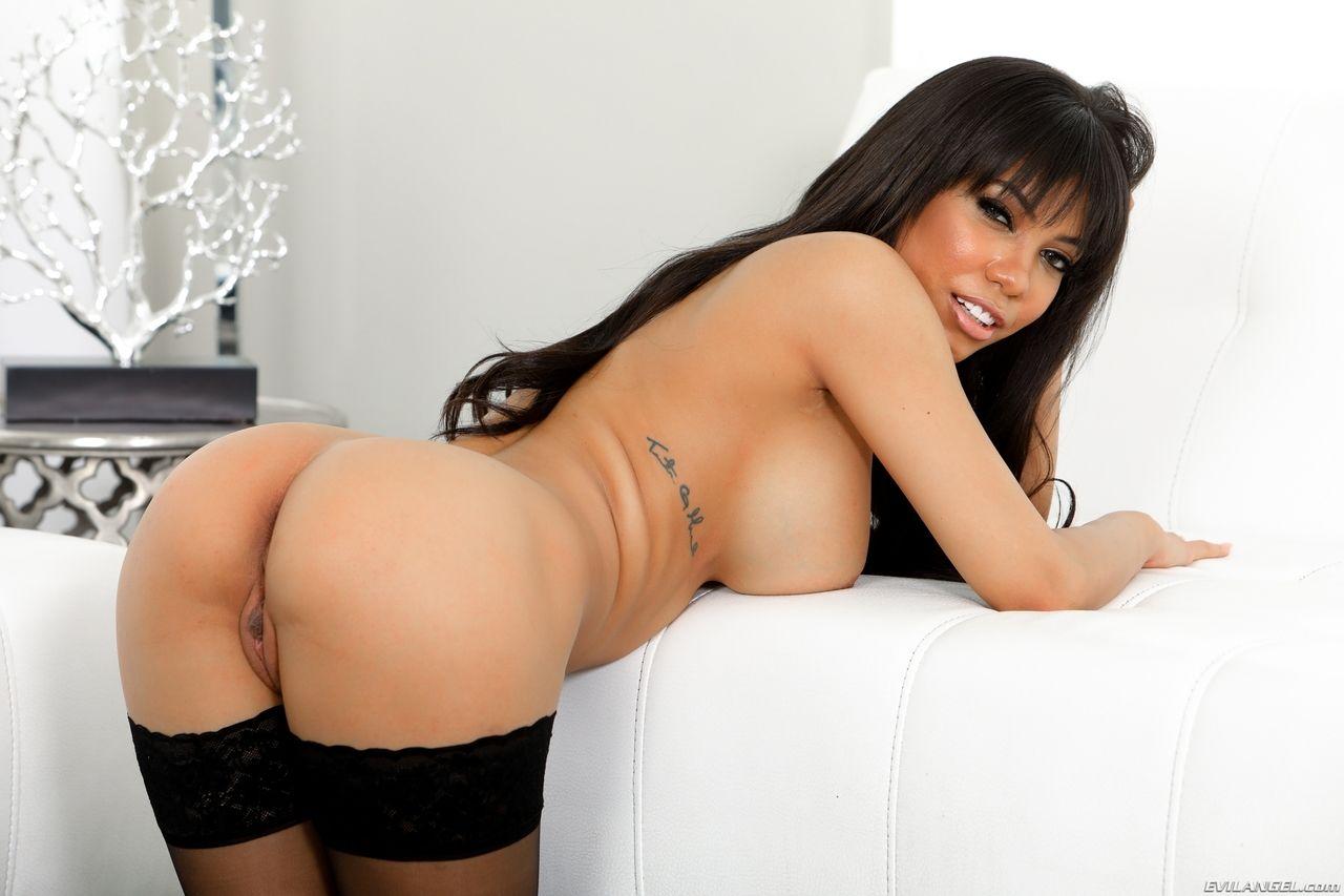 peituda gostosa dando a bunda em fotos hot sexo 6 - Peituda gostosa dando a bunda em fotos hot sexo