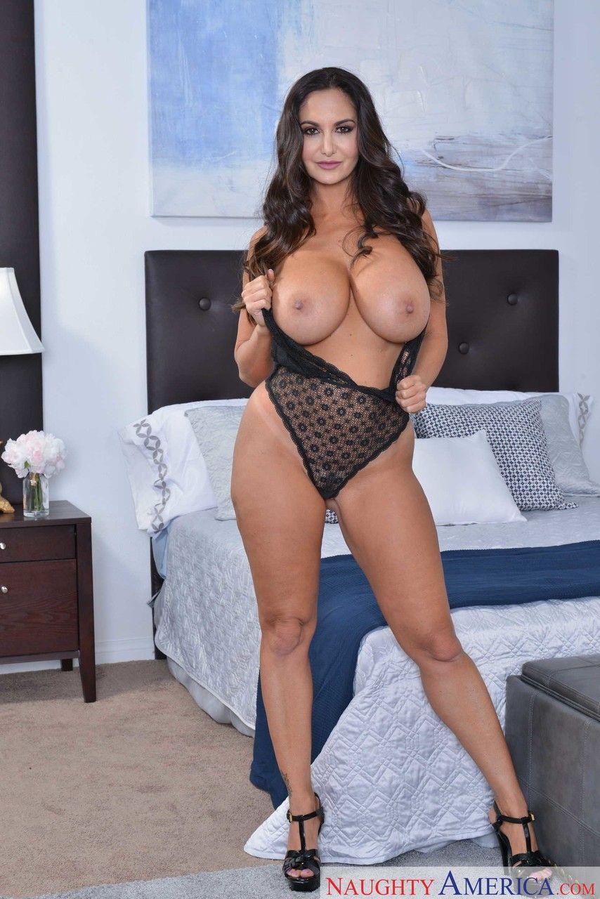 morena gostosa com peitoes grandes em fotos de sexo quente 1 - Morena gostosa com peitões grandes em fotos de sexo quente