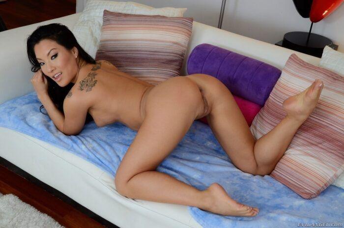 asa akira 1 700x464 - 10 curiosidades sobre a famosa atriz pornô Asa Akira