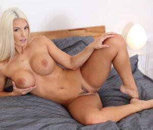 Blog porno fotos grátis de loira peituda com buceta linda