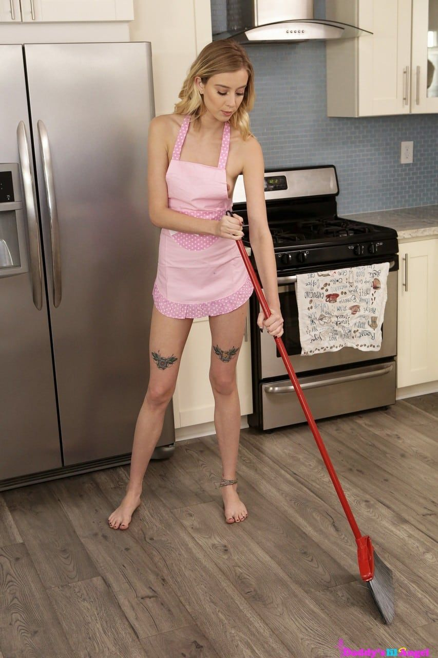 fotos de anal com loirinha dando a bundinha na cozinha 1 - Fotos de anal com loirinha dando a bundinha na cozinha