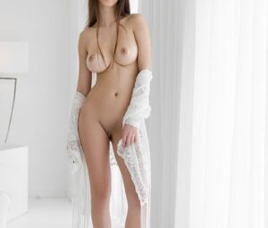 Fotos de linda ninfetinha branca magrinha com seios perfeitos