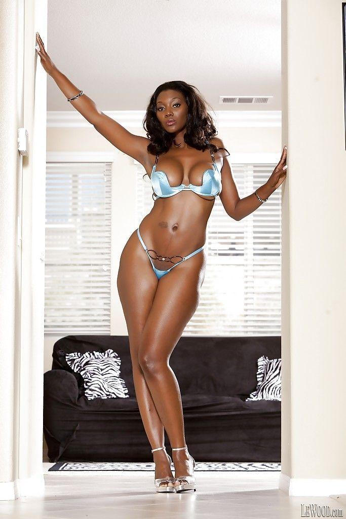 mulher negra gostosa dando um show nessas fotos de nudez 0 - Mulher negra gostosa dando um show nessas fotos de nudez