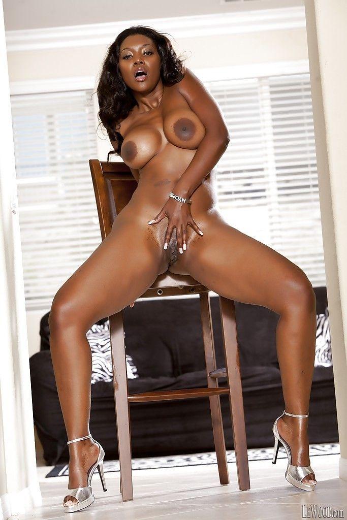 mulher negra gostosa dando um show nessas fotos de nudez 15 - Mulher negra gostosa dando um show nessas fotos de nudez