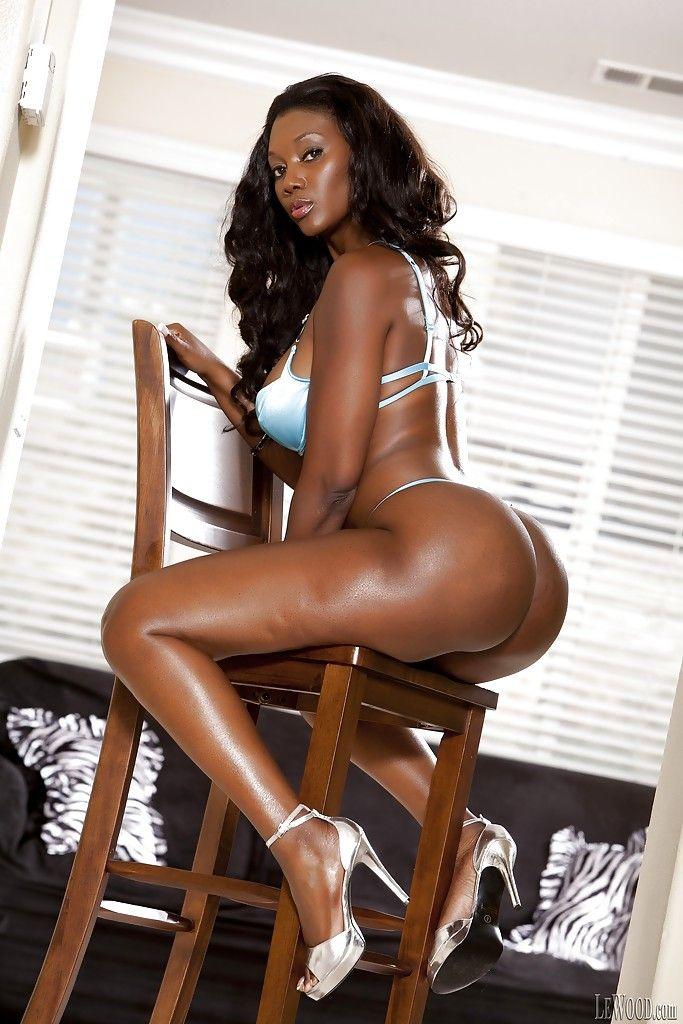 mulher negra gostosa dando um show nessas fotos de nudez 4 - Mulher negra gostosa dando um show nessas fotos de nudez