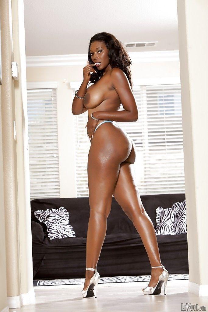 mulher negra gostosa dando um show nessas fotos de nudez 7 - Mulher negra gostosa dando um show nessas fotos de nudez