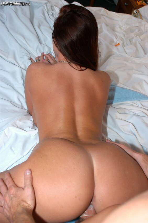 2 8 565x850 - Fotos de bunda linda gostosa tomando pica grande e grossa