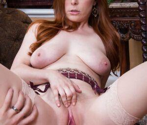 Fotos de sexo xvideos com ninfeta ruiva dando o bucetão
