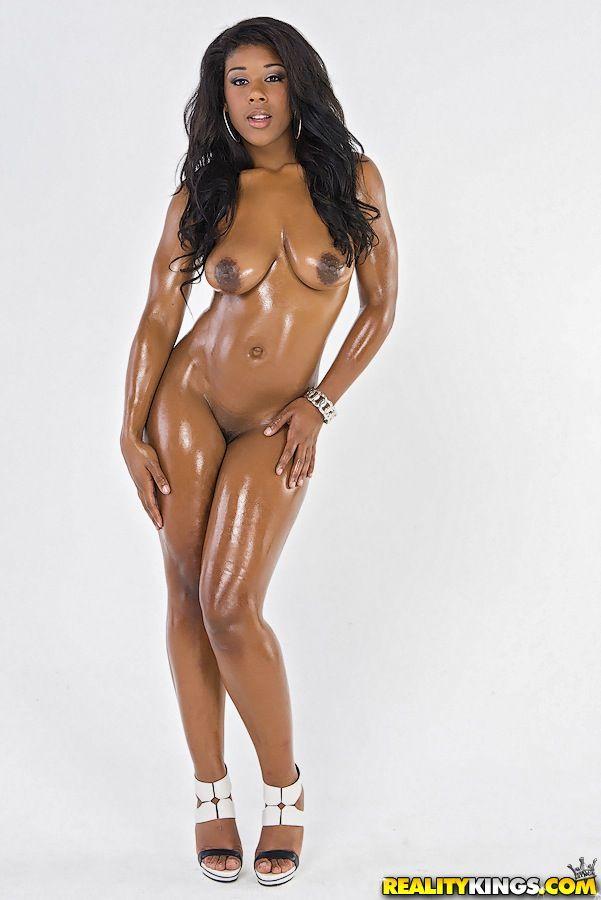 negra pelada mostrando o bundao grande em fotos de nudez 5 - Negra pelada mostrando o bundão grande em fotos de nudez