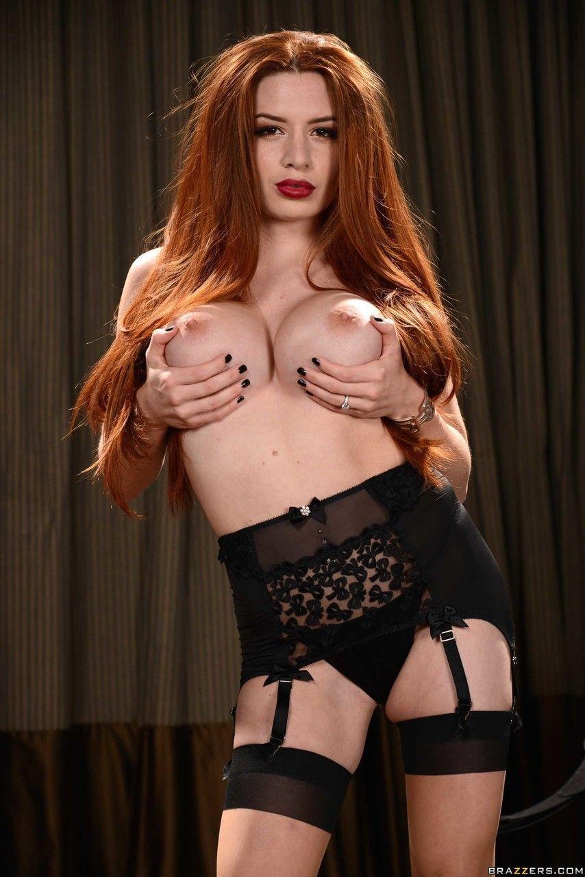 ruiva peituda linda se exibindo fazendo striptease 11 - Ruiva peituda linda se exibindo fazendo striptease