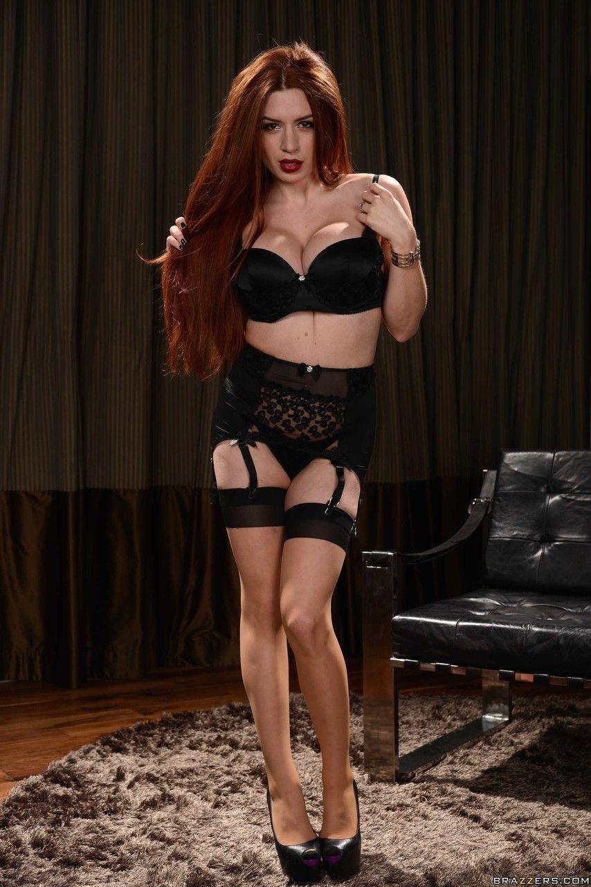ruiva peituda linda se exibindo fazendo striptease 5 - Ruiva peituda linda se exibindo fazendo striptease