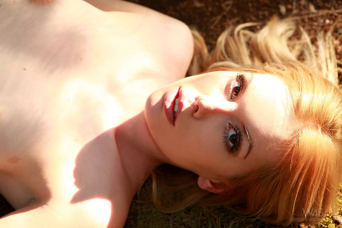 fotos picantes ao ar livre com loira novinha de bucetinha carnuda 8 - Fotos picantes ao ar livre com loira novinha de bucetinha carnuda
