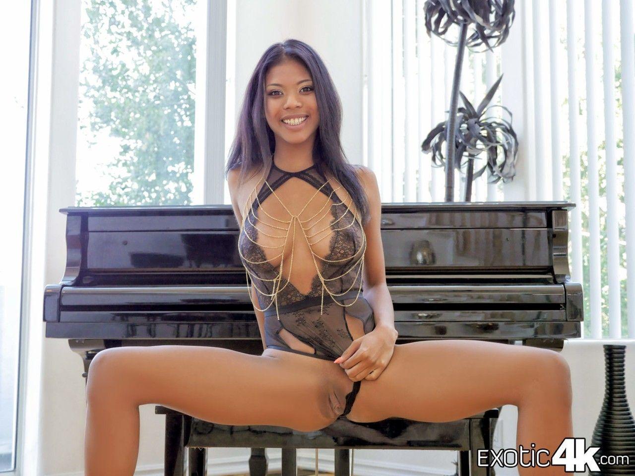fotos de sexo quente com pau grande arregacando a magrinha 0 - Fotos de sexo quente com pau grande arregaçando a magrinha