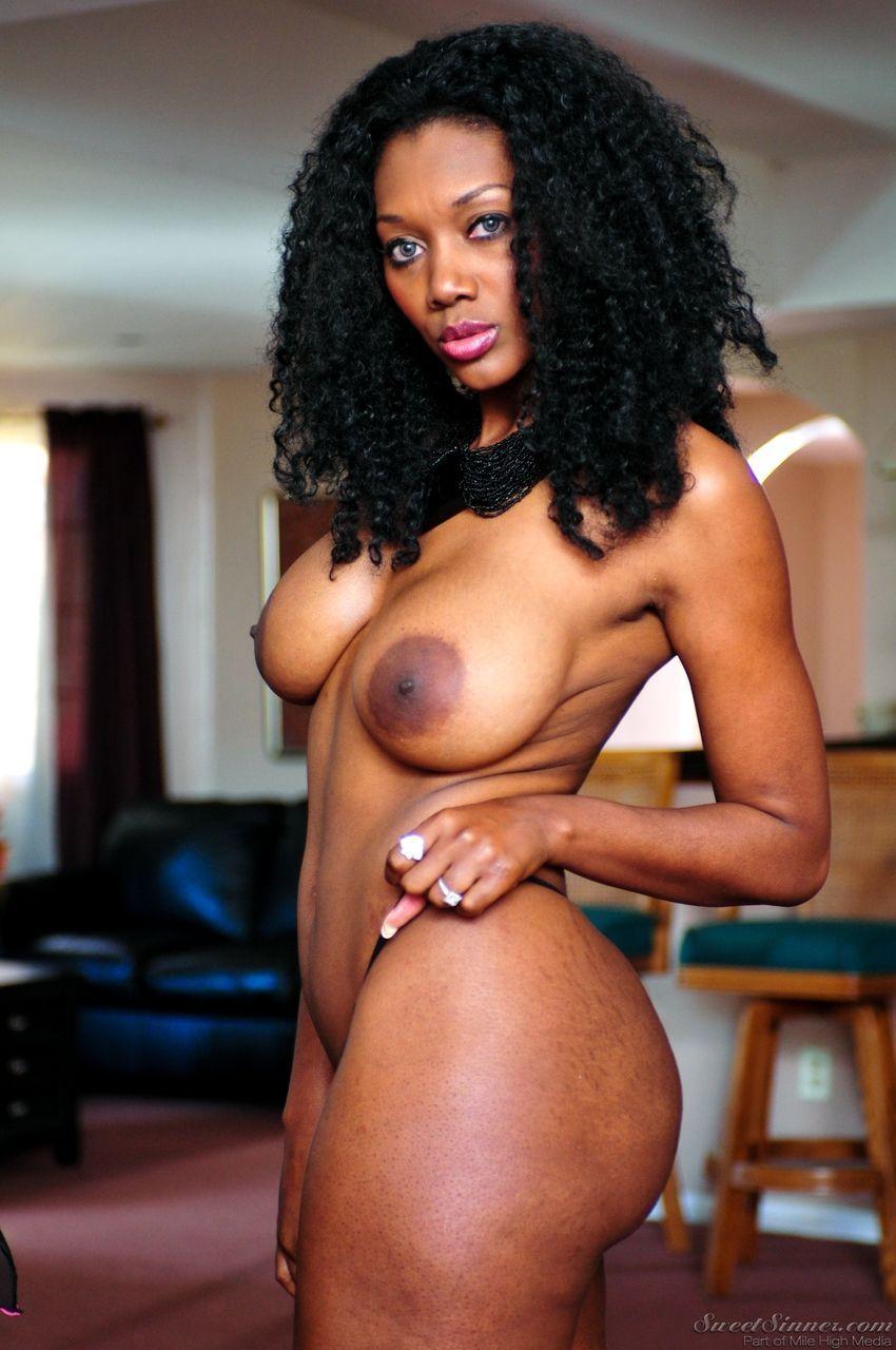 mulher negra gostosa pelada mostrando os peitos e a buceta 4 - Mulher negra gostosa pelada mostrando os peitos e a buceta