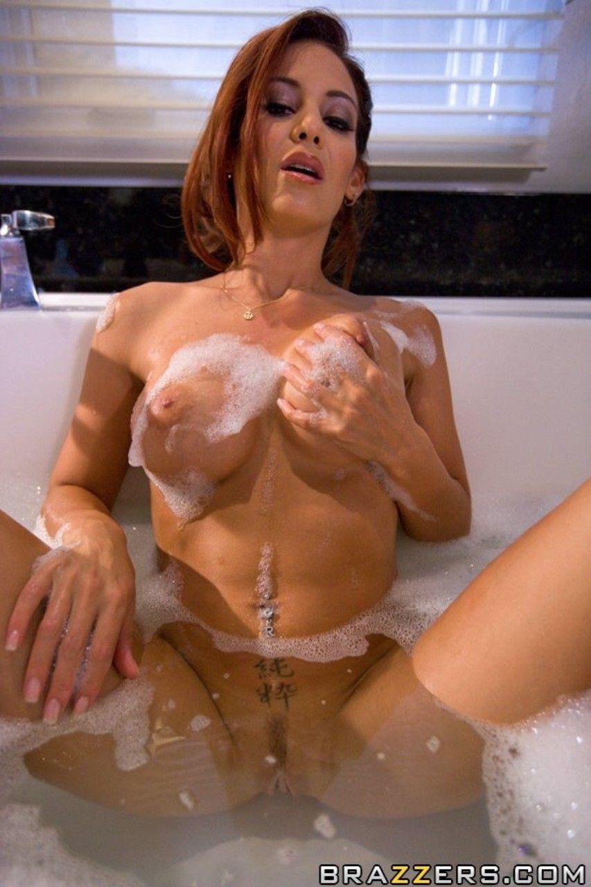 ruiva peituda provocante em ensaio sensual na banheira 9 - Ruiva peituda provocante em ensaio sensual na banheira