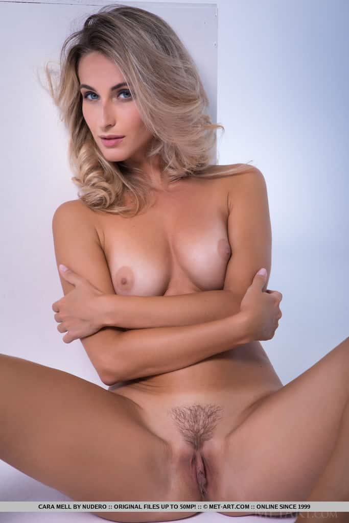 loira sexy pelada mostrando a buceta greluda charmosa 16 - Loira sexy pelada mostrando a buceta greluda charmosa