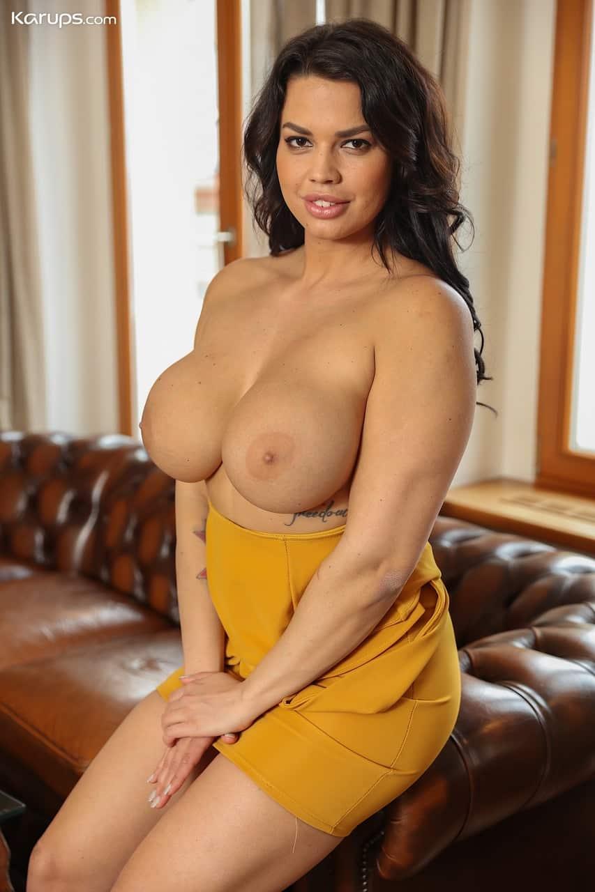 mulher pelada gostosa com peitoes grandes e buceta lisa 4 - Mulher pelada gostosa com peitões grandes e buceta lisa