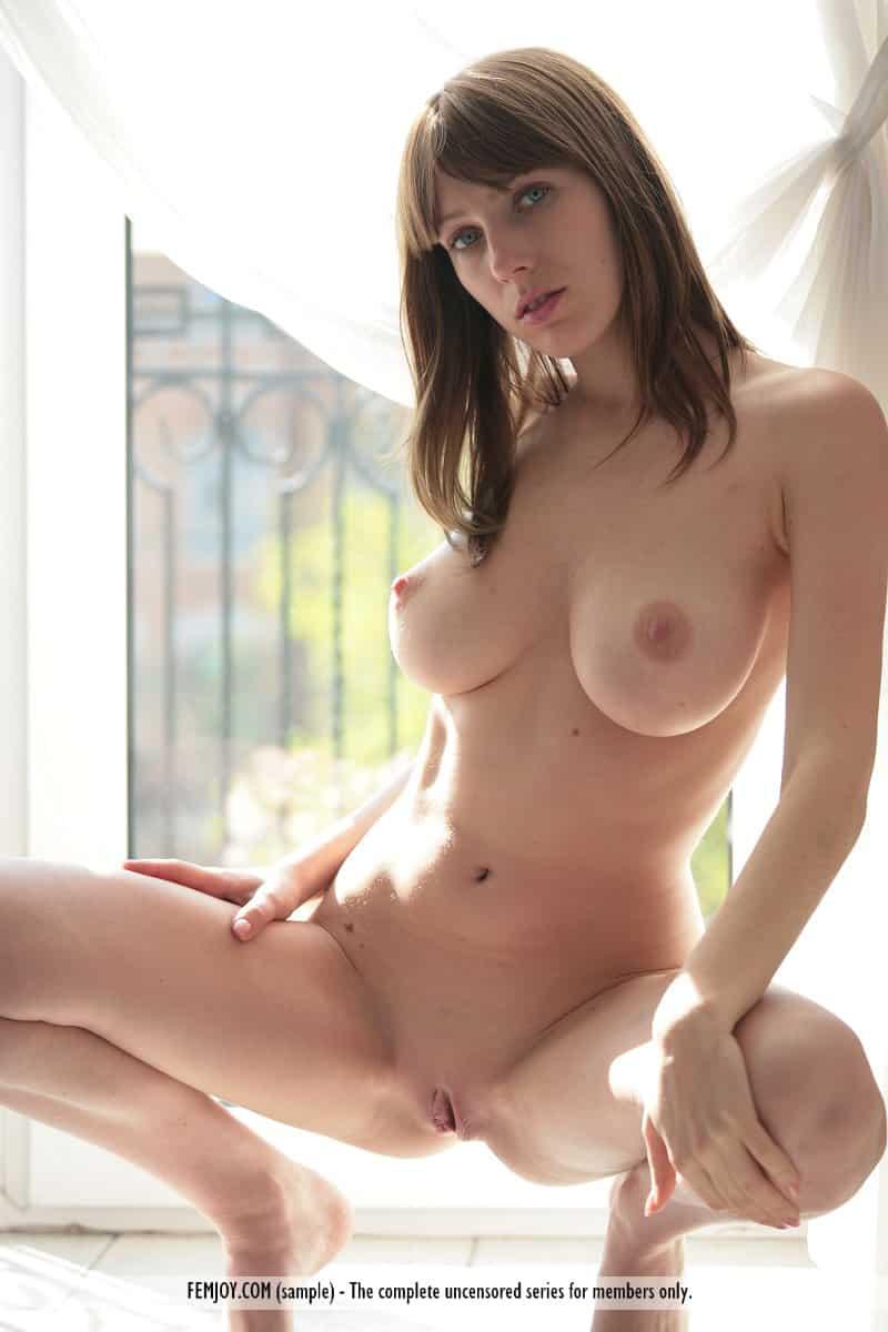 novinha tesuda se exibindo pelada mostrando os peitoes 1 - Novinha tesuda se exibindo pelada mostrando os peitões
