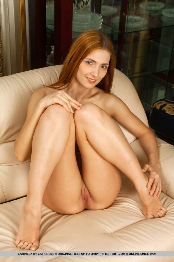 magrinha pelada mostrando a xoxota lisa em fotos 5 - Magrinha pelada mostrando a xoxota lisa em fotos