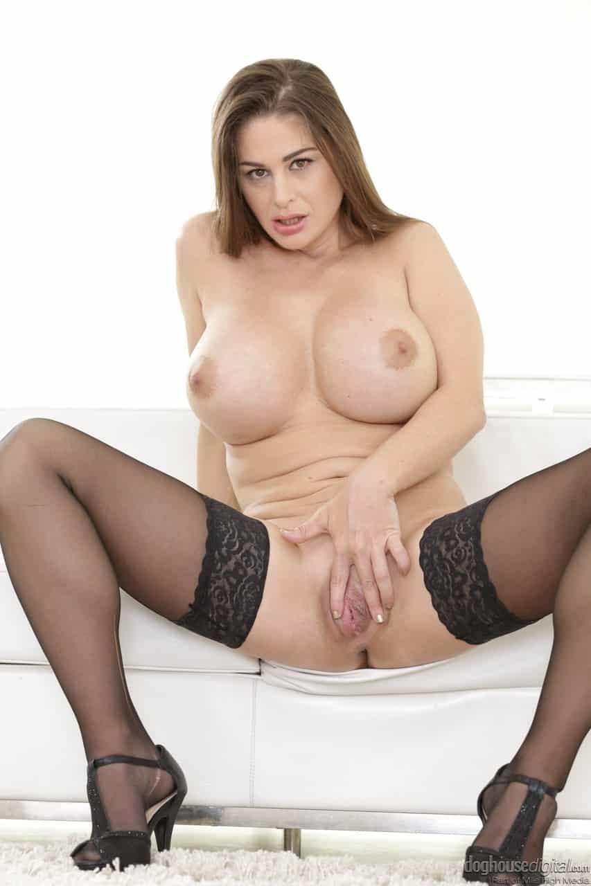 mulher madura com peitoes grandes e xoxota pequena 15 - Mulher madura com peitões grandes e xoxota pequena