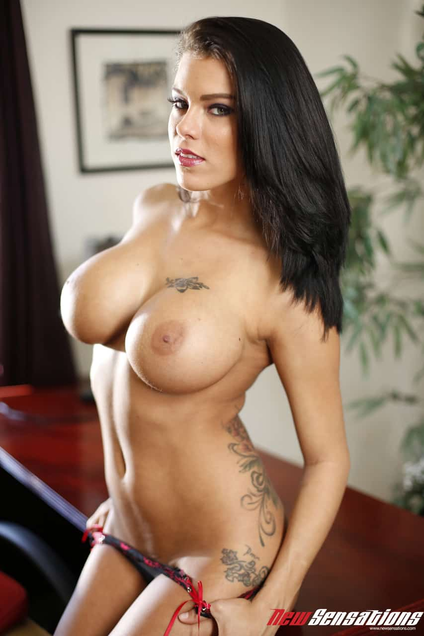 sexo e fotos hd com morena de peitos grandes 2 - Sexo e fotos HD com morena de peitos grandes