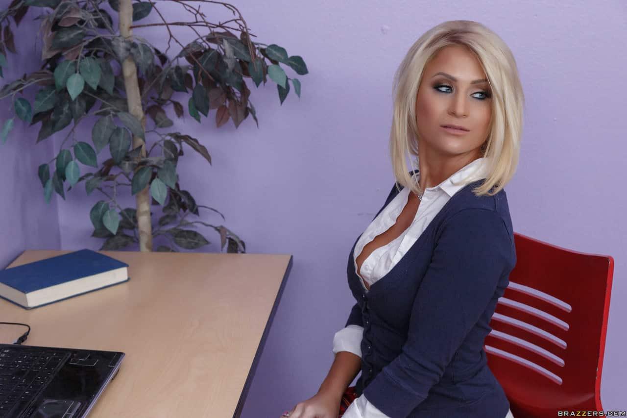 fotos eroticas patrao comendo a secretaria peituda deliciosa 1 - Fotos eróticas patrão comendo a secretária peituda deliciosa