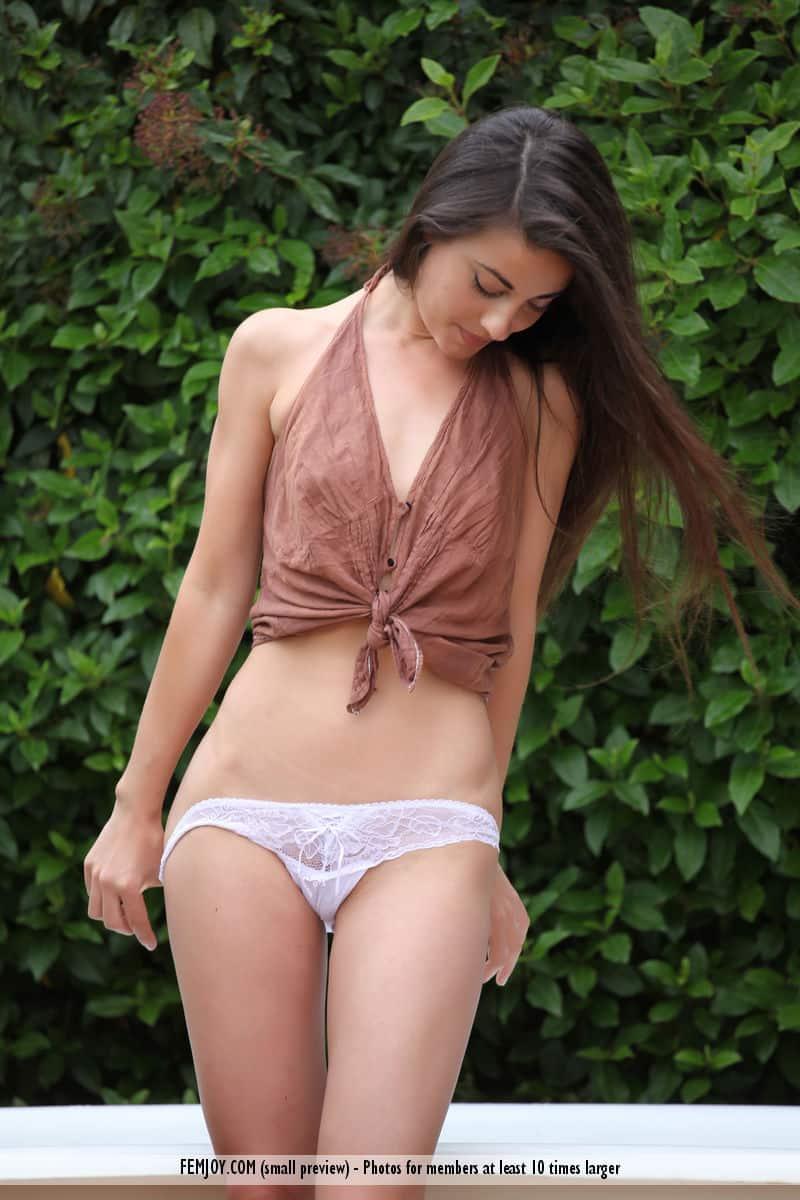 Fotos HD grátis de novinha magra sexy com buceta carnuda