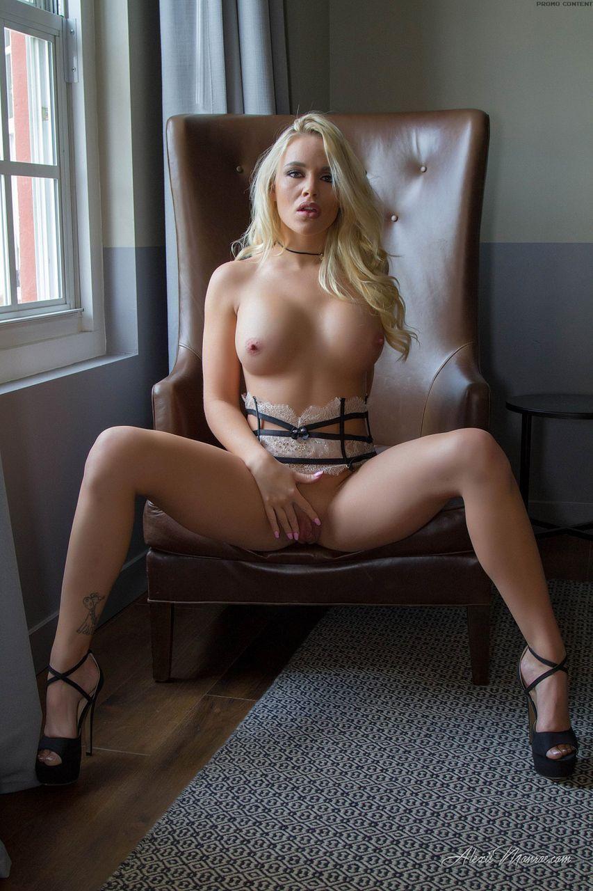 loira pelada gostosa em fotos de masturbacao 5 - Loira pelada gostosa em fotos de masturbação