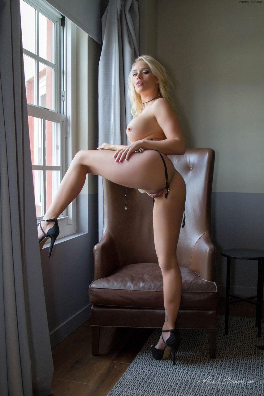loira pelada gostosa em fotos de masturbacao 7 - Loira pelada gostosa em fotos de masturbação