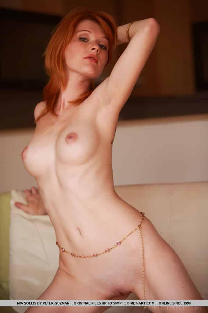ruiva magrinha pelada em fotos mostrando a buceta 11 - Ruiva magrinha pelada em fotos mostrando a buceta