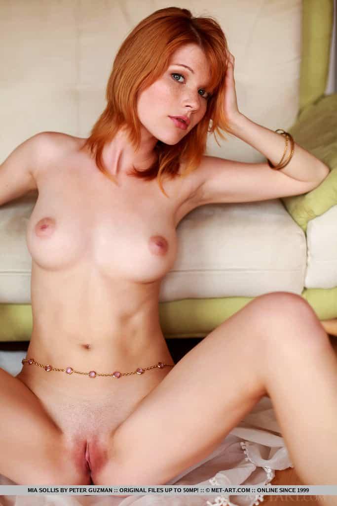 ruiva magrinha pelada em fotos mostrando a buceta 13 - Ruiva magrinha pelada em fotos mostrando a buceta