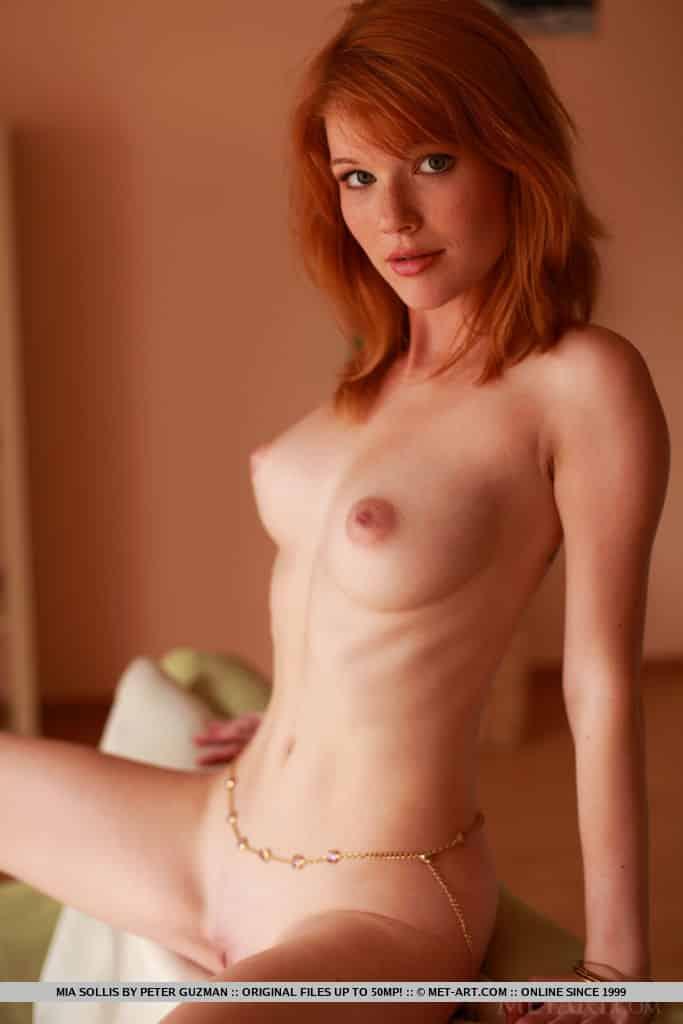 ruiva magrinha pelada em fotos mostrando a buceta 17 - Ruiva magrinha pelada em fotos mostrando a buceta
