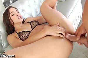 Buceta meladinha e peluda tomadno pica dura