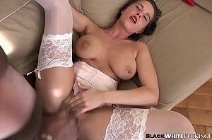 Porno peituda novinha sendo arrombada no cu